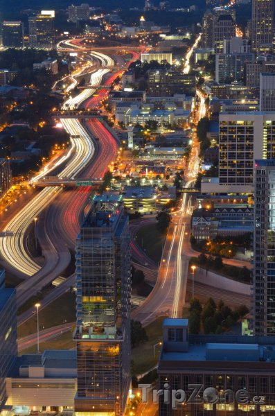 Fotka, Foto Noční provoz na dálnici Interstate 85 (Atlanta, USA)