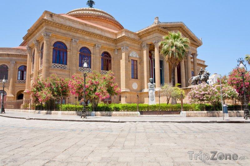 Fotka, Foto Operní dům Teatro Massimo na Piazza Verdi (Palermo, Itálie)