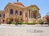 Operní dům Teatro Massimo na Piazza Verdi