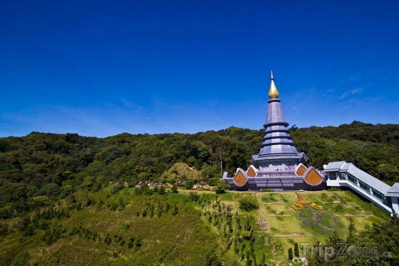 Fotka, Foto Pagoda na hoře Doi Inthanon (Chiang Mai, Thajsko)