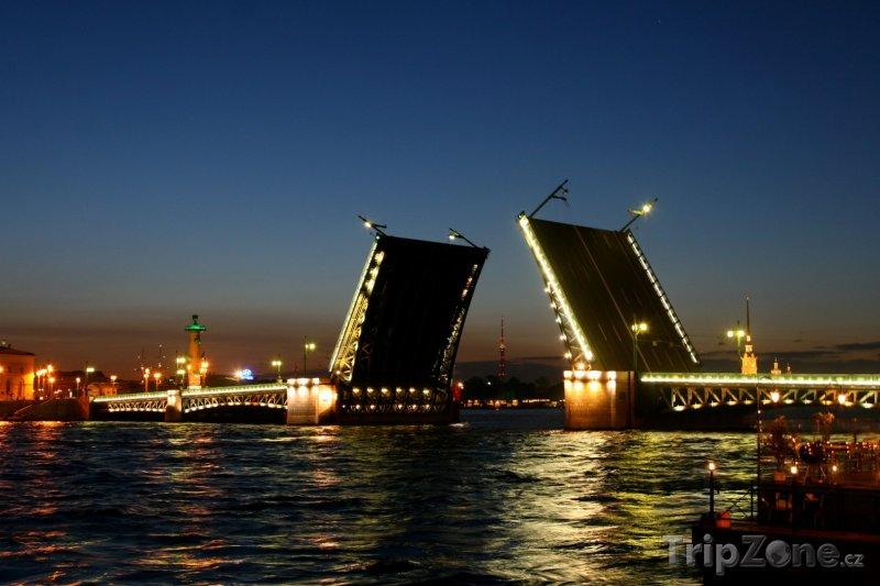 Fotka, Foto Palácový most přes řeku Něvu (Petrohrad, Rusko)