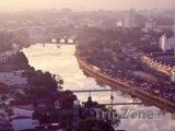 Panorama města s řekou Ping
