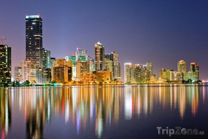 Fotka, Foto Panorama Miami Bayfront za soumraku (Miami, USA)