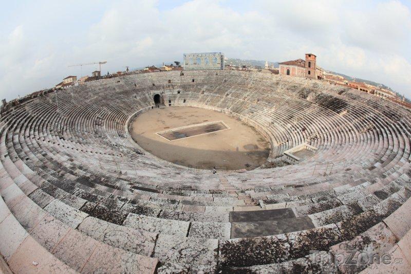 Fotka, Foto Panoramatický pohled na vnitřek Arény (Verona, Itálie)