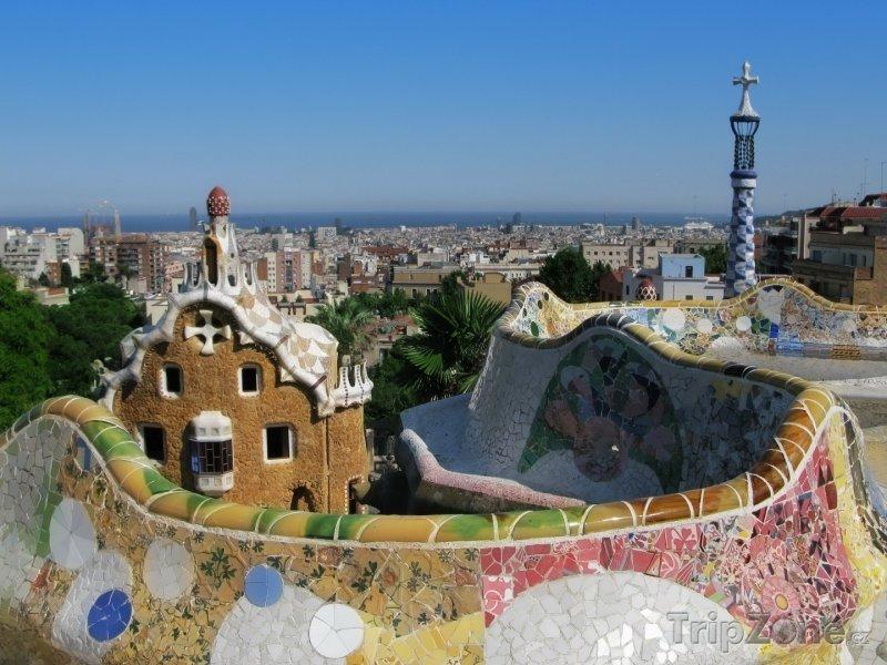 Fotka, Foto Park Güell, pohled z terasy na město (Barcelona, Španělsko)