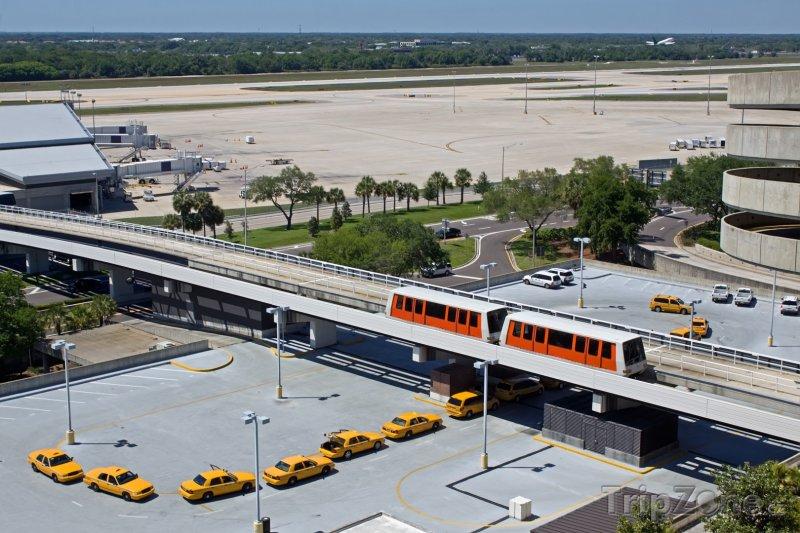 Fotka, Foto People Mover (vlak bez řidiče) a taxíky na letišti (Tampa, USA)
