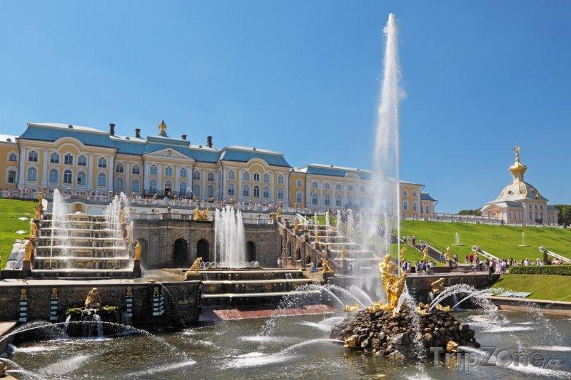 Fotka, Foto Petěrgof, palác s Velkou kaskádou (Petrohrad, Rusko)