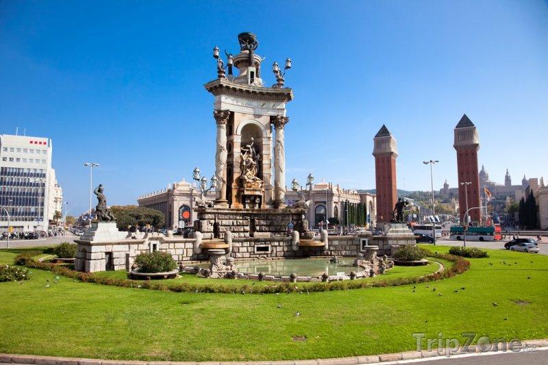 Fotka, Foto Plaça d'Espanya, fontána na kruhovém objezdu (Barcelona, Španělsko)