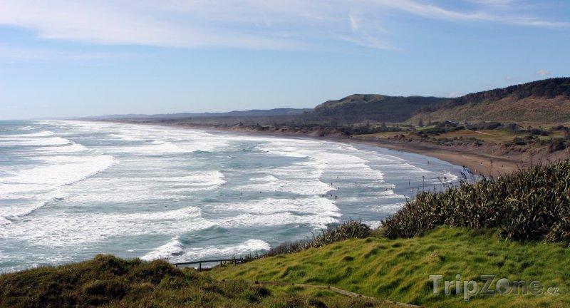 Fotka, Foto Pláž Muriwai během přílivu (Auckland, Nový Zéland)