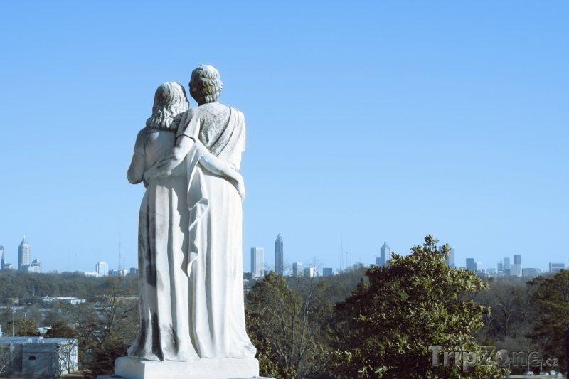 Fotka, Foto Pohled na město přes sochy (Atlanta, USA)