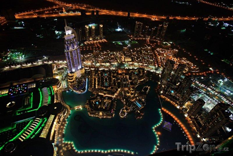 Fotka, Foto Pohled na noční město z mrakodrapu Burdž Chalífa (Dubaj, Spojené arabské emiráty)
