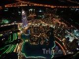 Pohled na noční město z mrakodrapu Burdž Chalífa