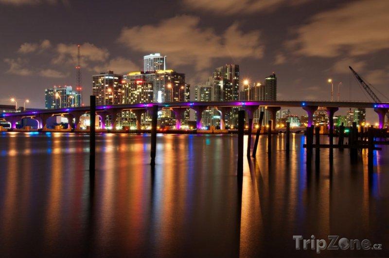 Fotka, Foto Pohled na noční skyline (Miami, USA)