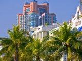 Pohled na vysokou budovu ve městě South Beach
