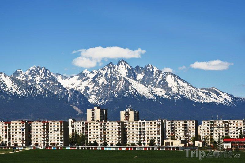 Fotka, Foto Poprad, sídliště s Vysokými Tatrami v pozadí (Slovensko)