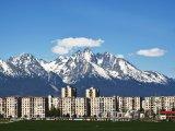 Poprad, sídliště s Vysokými Tatrami v pozadí