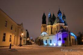Poznaň, osvětlený kostel