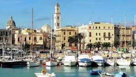 Přístav ve městě Bari