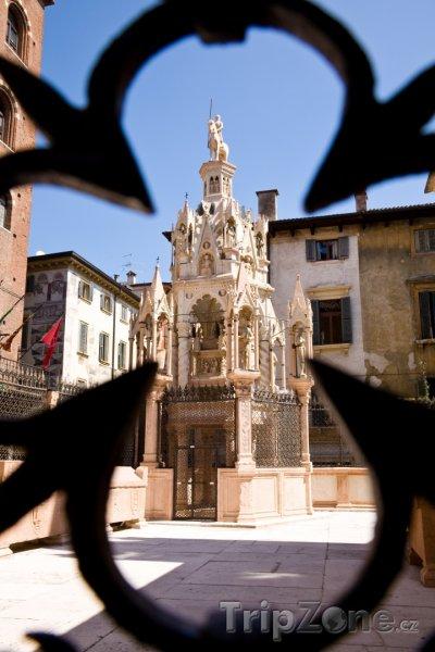 Fotka, Foto Scaligeriho hrobka (Verona, Itálie)