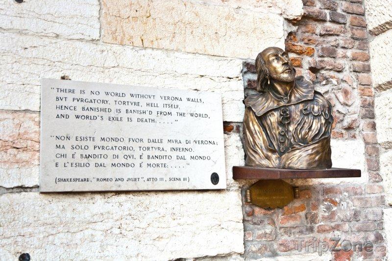 Fotka, Foto Shakespearovy verše z Romea a Julie (Verona, Itálie)