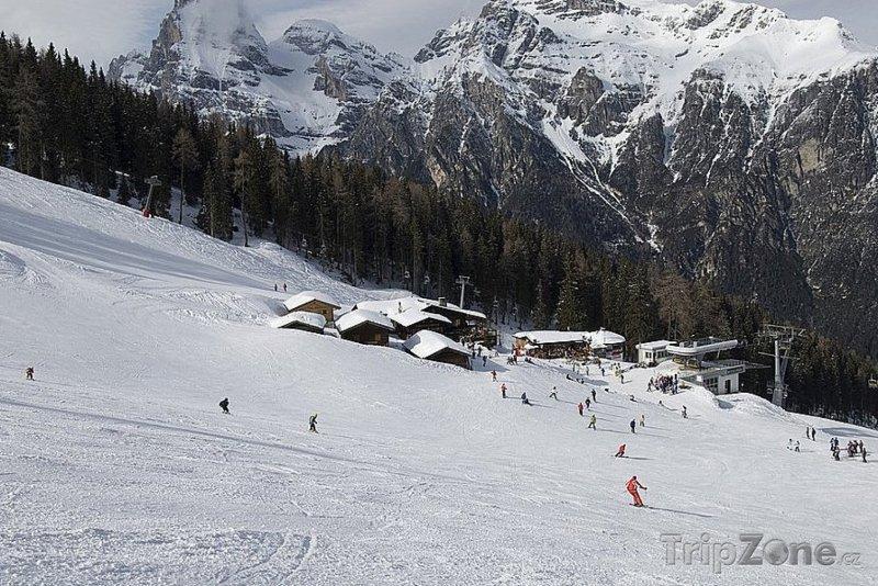 Fotka, Foto Sjezdovka v lyžařském středisku Ladurns
