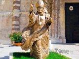Socha Papeže před katedrálou Duomo di Verona