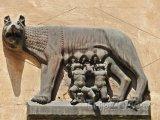 Socha Romuluse a Remuse na Via Mazzini