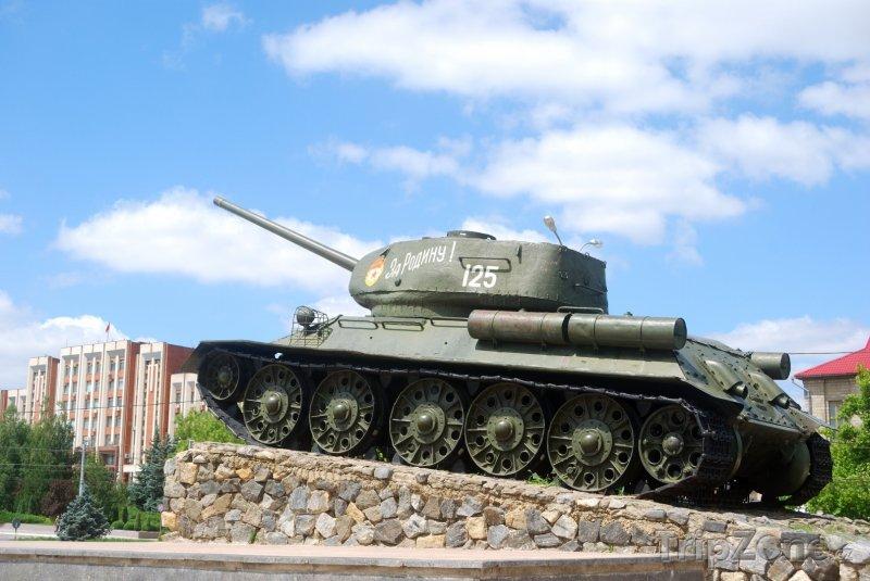 Fotka, Foto Sovětský tank v Tiraspolu (Moldavsko)