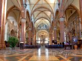 Vnitřek katedrály Duomo di Verona