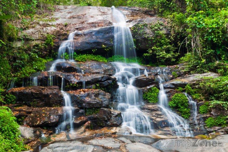 Fotka, Foto Vodopád v národním parku Doi Suthep-Pui (Chiang Mai, Thajsko)