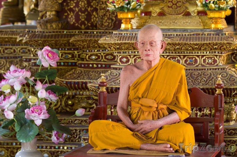 Fotka, Foto Vosková figurína mnicha v jednom z chrámů (Chiang Mai, Thajsko)