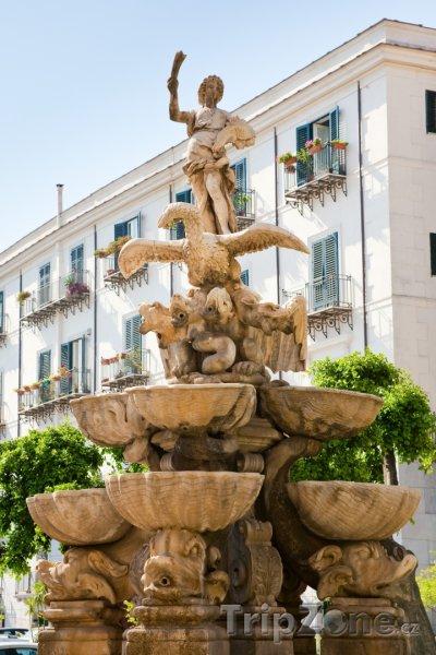Fotka, Foto Vrchní část fontány na Piazza Pretoria (Palermo, Itálie)