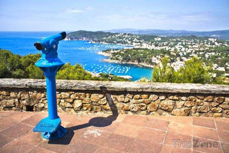 Fotka, Foto Vyhlídková terasa u města Calella (Španělsko)