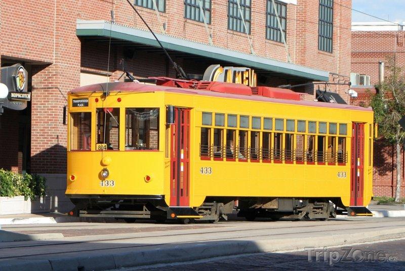 Fotka, Foto Yborg City, tramvaj před továrnou na doutníky (Tampa, USA)