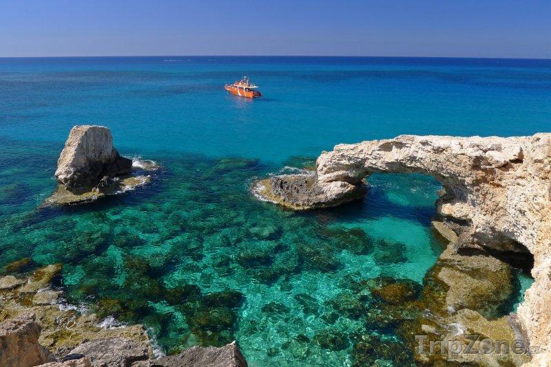 Fotka, Foto Záliv u letoviska Ayia Napa (Kypr)