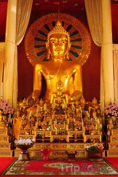 Fotka, Foto Zlatý buddha v chrámu Wat Phan Tao (Chiang Mai, Thajsko)
