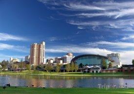 Adelaide, řeka Torrens a kongresové centrum