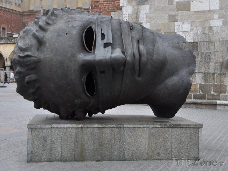 Fotka, Foto Bronzová hlava na Hlavním náměstí (Krakov, Polsko)