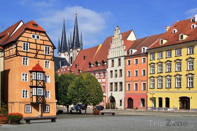 Fotka, Foto Cheb, náměstí směrem ke kostelu (Česká republika)