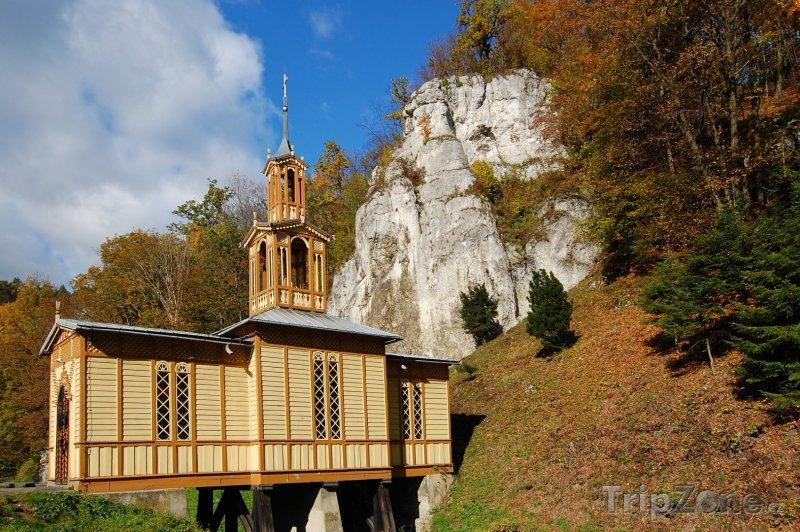 Fotka, Foto Dřevěný kostel v národním parku Ojców (Krakov, Polsko)