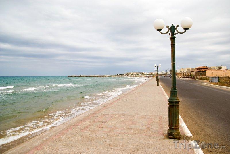 Fotka, Foto Gouves, promenáda na pobřeží (Řecko)