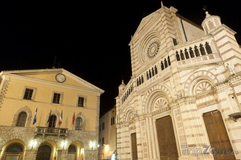 Fotka, Foto Grosseto, katedrála a radnice (Itálie)