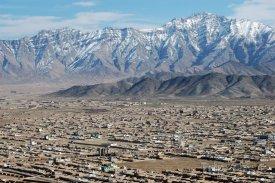 Kábul, panorama města s pohořím Asmai