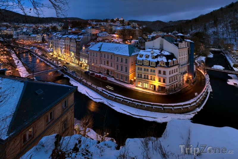 Fotka, Foto Karlovy Vary, noc v zimě (Karlovy Vary, Česká republika)