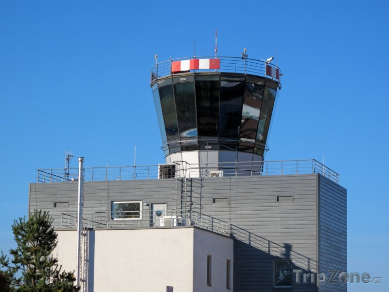 Fotka, Foto Letiště Karlovy Vary, řídící věž (Karlovy Vary, Česká republika)