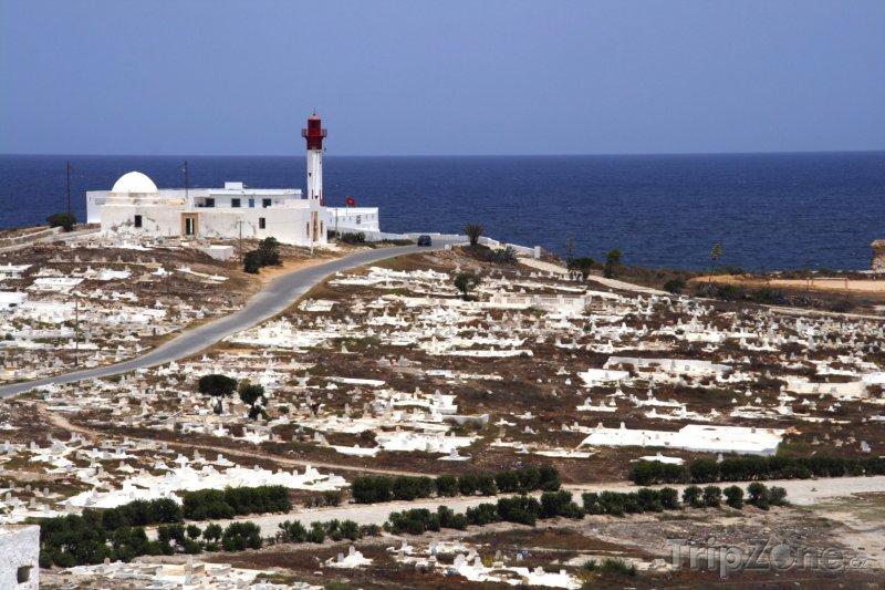 Fotka, Foto Mahdia, pohled na maják a hřbitov (Tunisko)