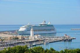 Málaga, výletní loď v přístavu