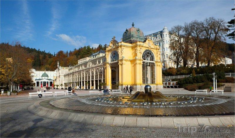 Fotka, Foto Mariánské Lázně, kolonáda a Zpívající fontána (Česká republika)