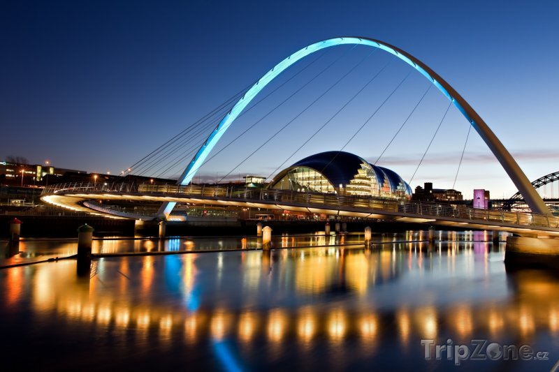 Fotka, Foto Newcastle, osvětlený Millennium Bridge (Velká Británie)