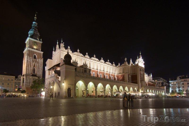 Fotka, Foto Osvětlená tržnice na Hlavním náměstí (Krakov, Polsko)